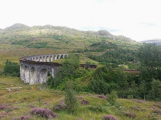 glenfinnan monument viaduct.