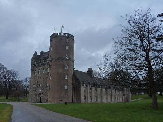 castle fraser outlander.