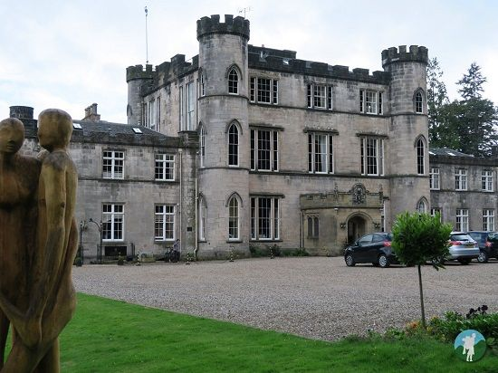 melville castle review entrance.