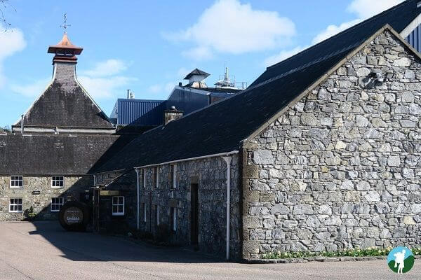 glenfiddich pagoda reviewing speyside whisky distilleries