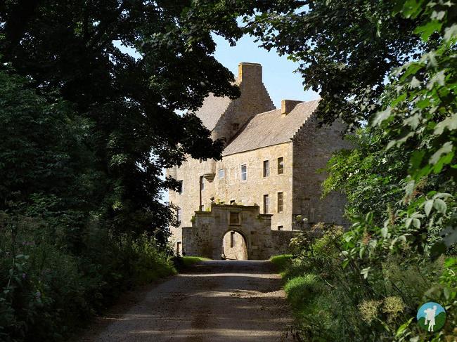 lallybroch outlander filming location midhope castle