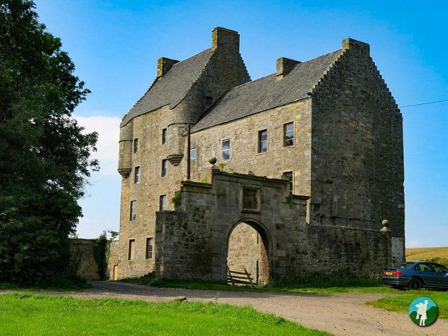 midhope castle outlander lallybroch location
