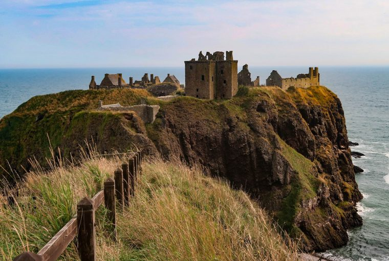 coastal clifftop castles in scotland dunnottar