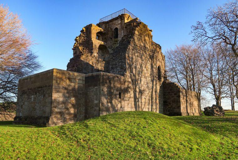 castles near glasgow crookston
