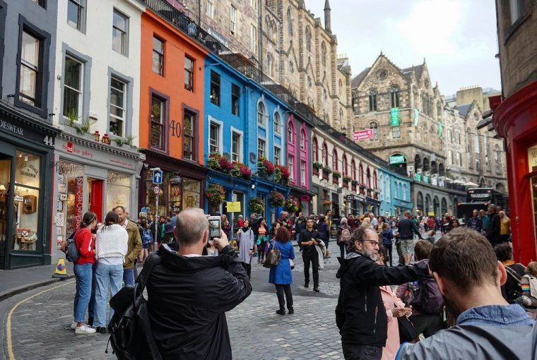 fringe festival edinburgh crowds